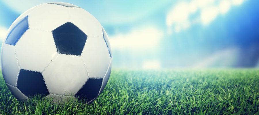 Hintergrundbild Fußball auf Rasen